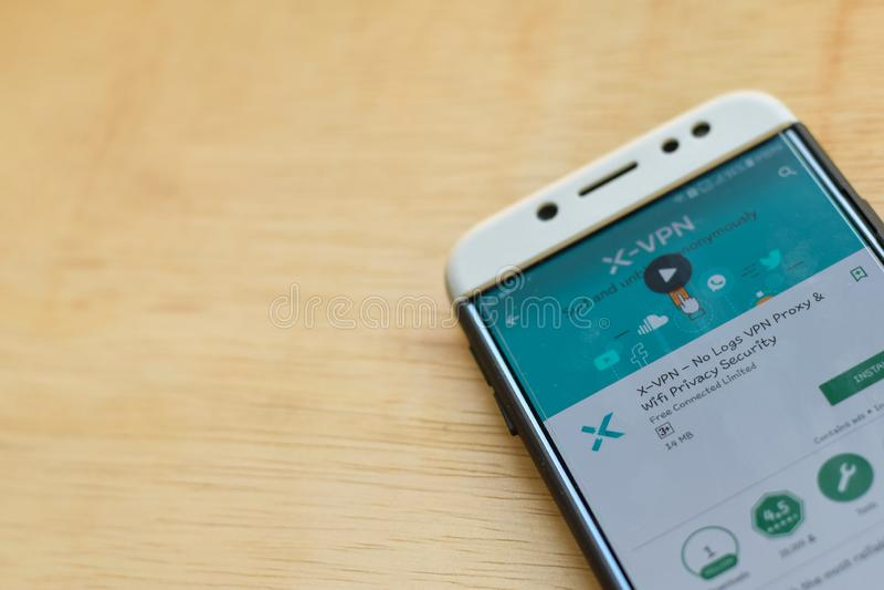 : X-VPN - отсутствие применения dev полномочия журналов VPN на экране смартфона Безопасность уединения Wifi браузер freeware стоковое фото rf