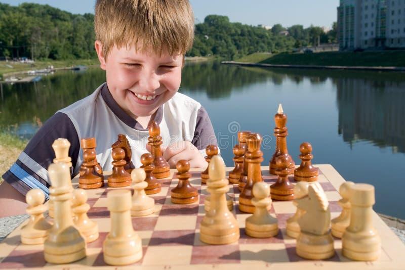 Xadrez do menino fotografia de stock royalty free