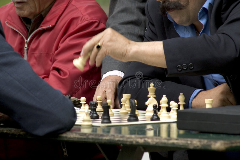Xadrez: Movendo a rainha fotografia de stock royalty free