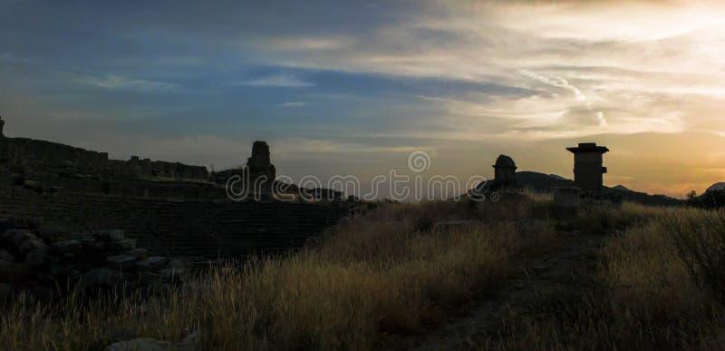 Xanthos Amphetheatre antigo sob o por do sol fotos de stock
