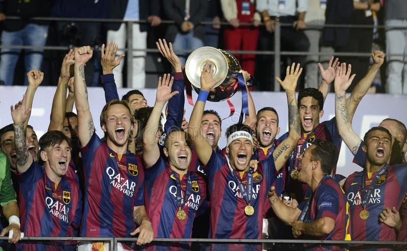 Xavi埃尔南德斯举欧洲联赛冠军杯战利品 库存图片