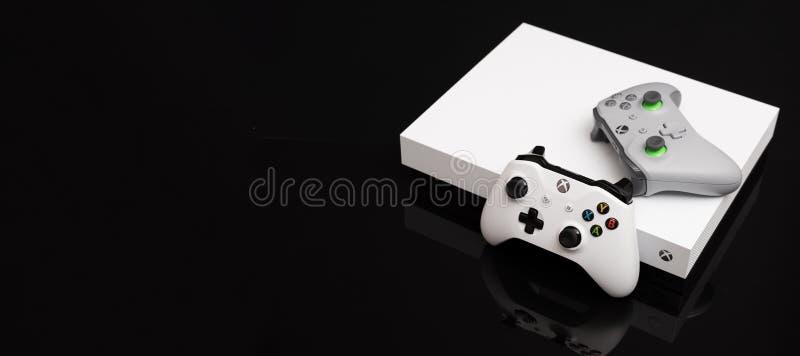 Xbox One X är den kraftigaste utvecklingskonsolen royaltyfria foton