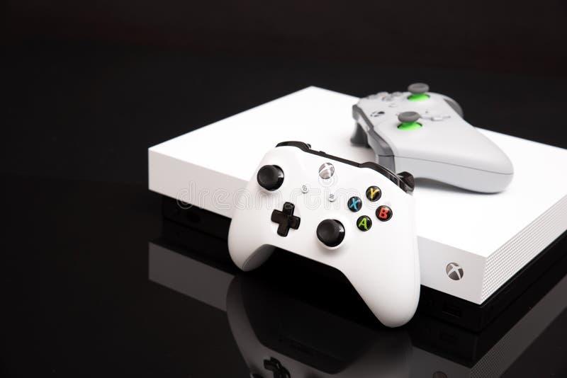 Xbox One X ist leistungsfähigste Generationskonsole stockfotos