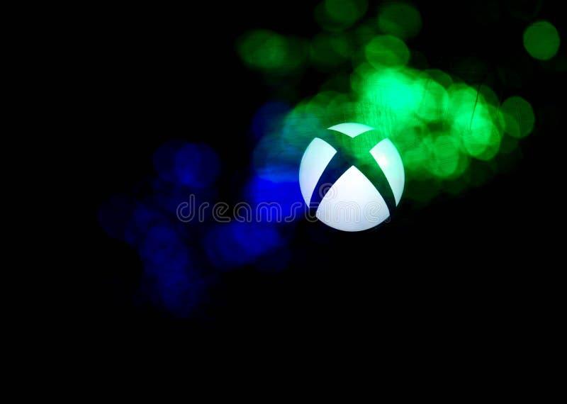Xbox un logo de jeu vidéo avec les lumières menées colorées photo libre de droits