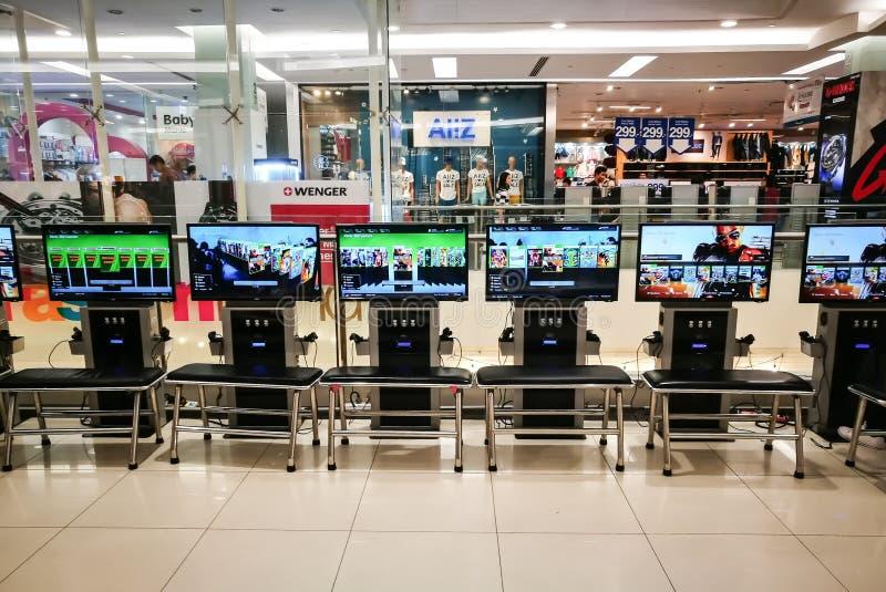 Xbox 360 Videospelletje betaalt per uur voor het spelen bij het winkelcentrum van Thailand stock afbeelding