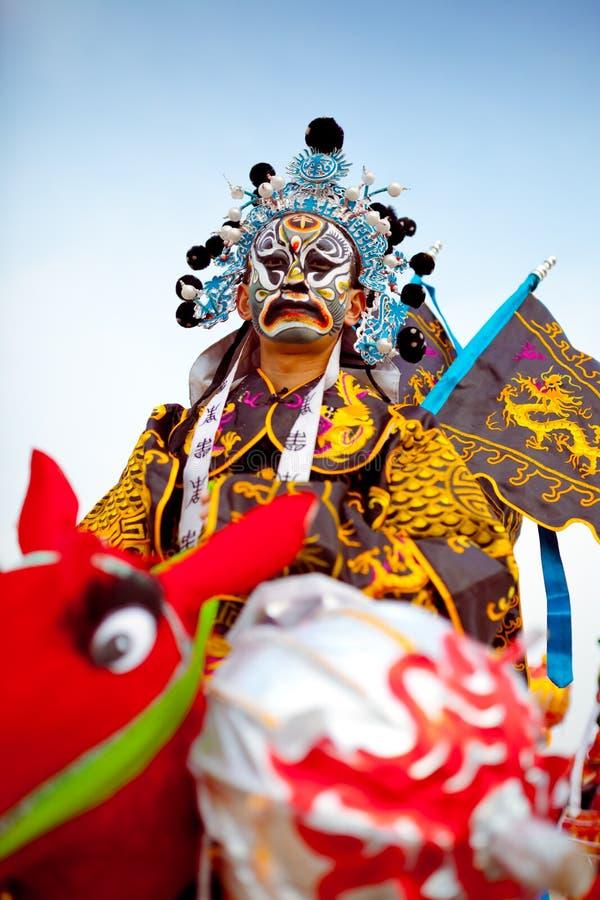 Xi''an, China 13 de febrero, un artista popular Shehuo de ejecución, Shehuo es un patrimonio cultural inmaterial pa fotos de archivo libres de regalías