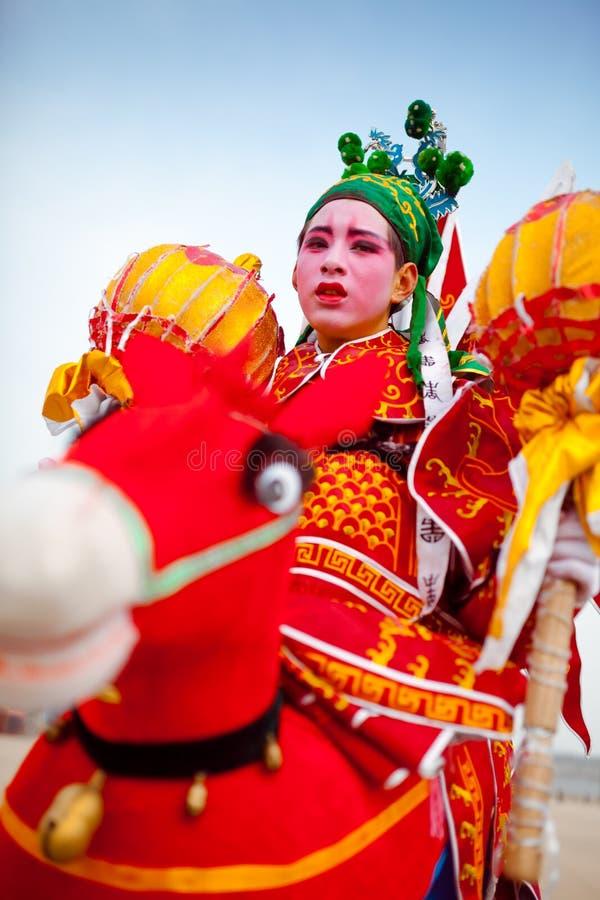 Xi''an, Feb 13, ludowy artysta wykonuje Shehuo, Shehuo jest nonmaterial dziedzictwem kulturowym świętować nowego  fotografia stock