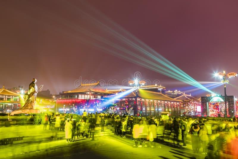 Xi ?, China - 13 de fevereiro de 2019 A multid?o no ponto c?nico para comemora o festival de mola chin?s fotos de stock