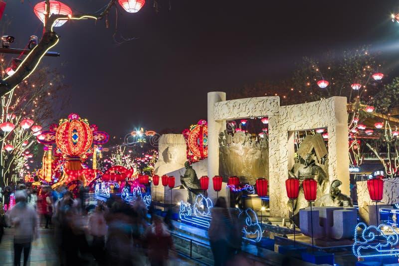 Xi ?, China - 13 Februari, 2019 De menigte bij Toneelvlek voor viert Chinees de lentefestival royalty-vrije stock foto's