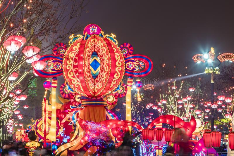Xi ?, China - 13 Februari, 2019 De menigte bij Toneelvlek voor viert Chinees de lentefestival royalty-vrije stock afbeeldingen