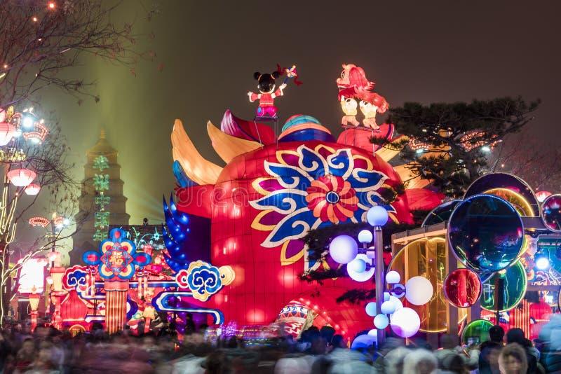 Xi'an, Chine - 13 f?vrier 2019 La foule ? la tache sc?nique pour c?l?brent le festival de printemps chinois images stock