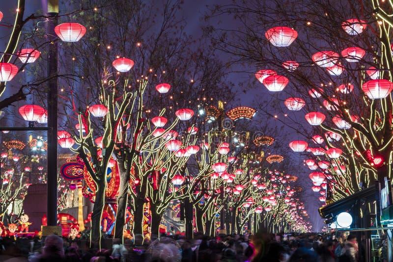 XI. Chiny, Feb «, - 13, 2019 Tłoczy się przy Scenicznym punktem dla świętuje Chińskiego wiosna festiwal zdjęcie royalty free