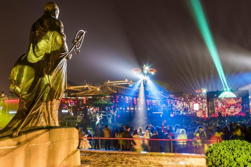 Xi'an, Cina - 13 febbraio 2019 La folla nel posto scenico per celebra il festival di molla cinese immagine stock