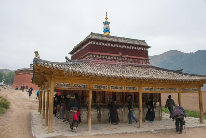 XIAHE CHINY, SEP, - 27 2014: Pielgrzym przy Labrang monasterem famo fotografia royalty free