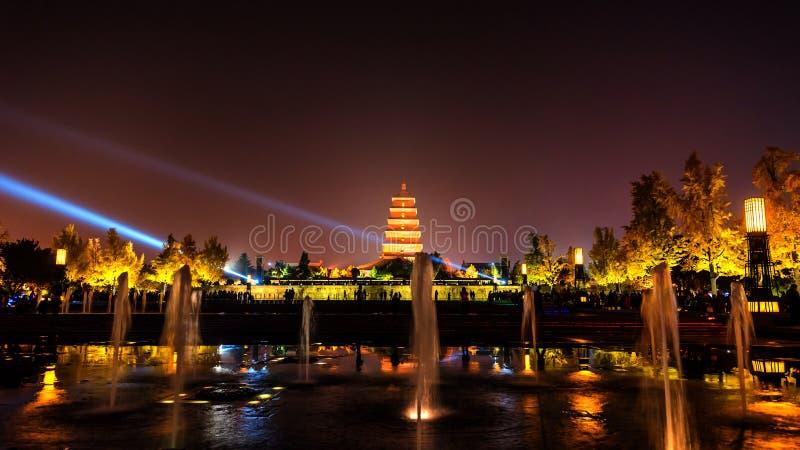 Xian на ноче, гигантская одичалая пагода гусыни стоковые изображения rf