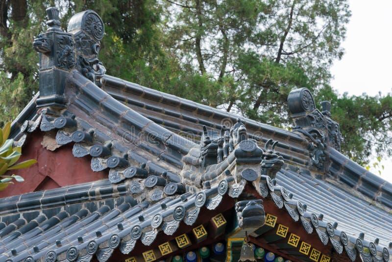 XIAN, CHINA - 2 DE NOVEMBRO DE 2014: Telhado no templo de Xingjiao (mundo h do UNESCO fotos de stock royalty free