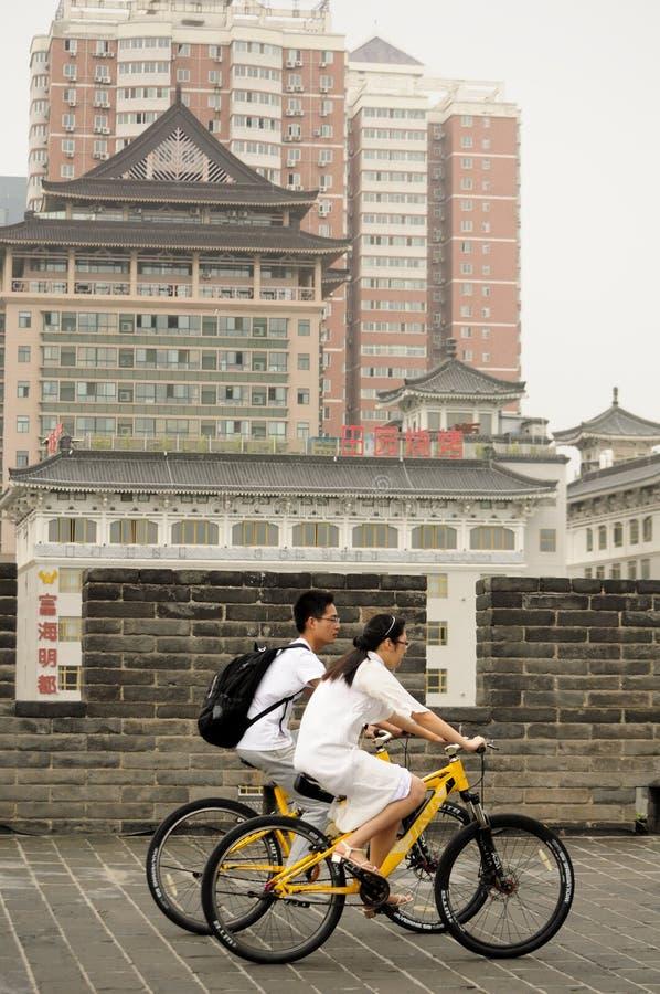 Xian City Wall Bicyclists imagem de stock royalty free