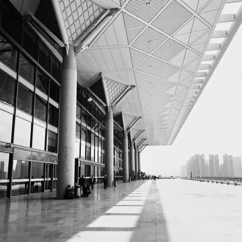 Xian Kina - April 2019: Xian Train Station för snabba drev i Kina royaltyfri foto