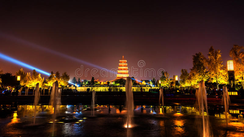 Xian la nuit, pagoda sauvage géante d'oie images libres de droits