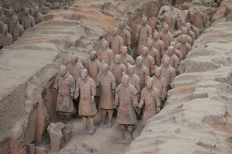Xian, Shaanxi, China - 08 12 2016: Sommige terracottamilitairen van het Terracottaleger, een deel van het Mausoleum van Eerste Qi stock foto's