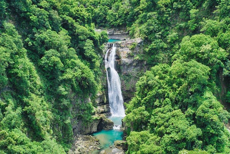 Xiao Wulai Waterfall op Sunny Day, schot in Xiao Wulai Scenic Area, Fuxing-District, Taoyuan, Taiwan royalty-vrije stock afbeeldingen
