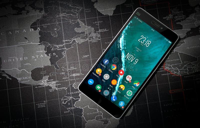 Μαύρο ανοιγμένο Xiaomi Smartphone στοκ εικόνες