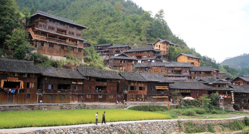 Xijiang tusen hushållhmongby arkivfoton