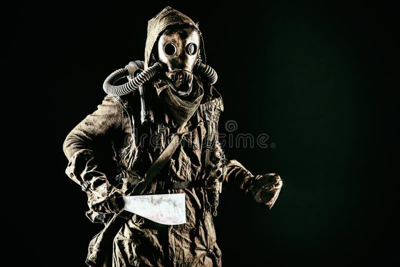 Ximpx w ekologicznej kataklizm istocie ludzkiej w masce gazowej zdjęcie royalty free