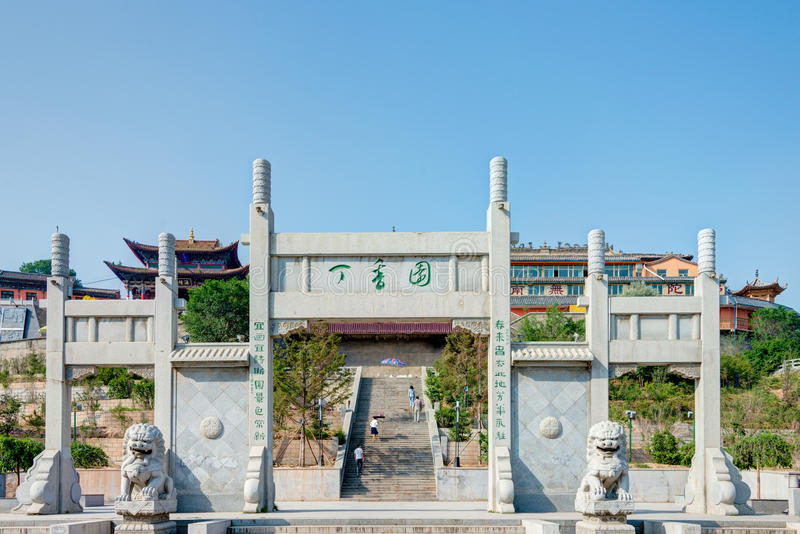 XINING CHINY, Jul, - 6 2014: Południowa Halna świątynia (Nanshan si) A obrazy stock