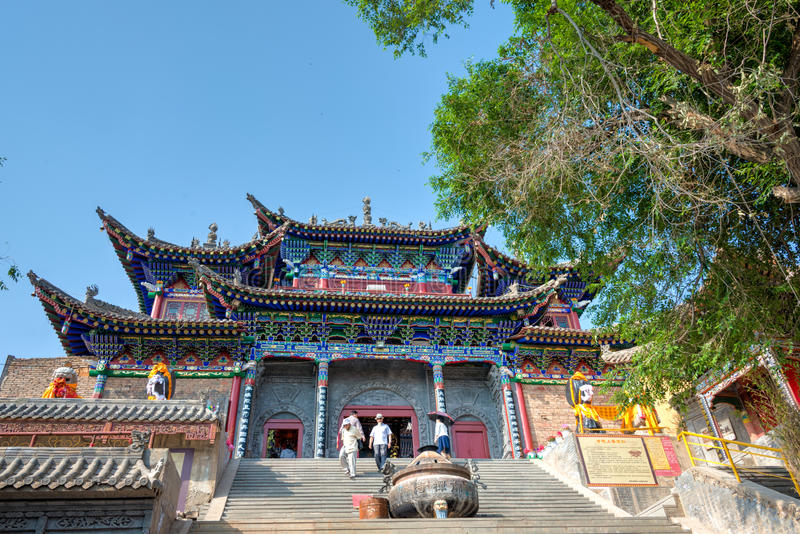 XINING CHINY, Jul, - 6 2014: Południowa Halna świątynia (Nanshan si) A zdjęcia royalty free