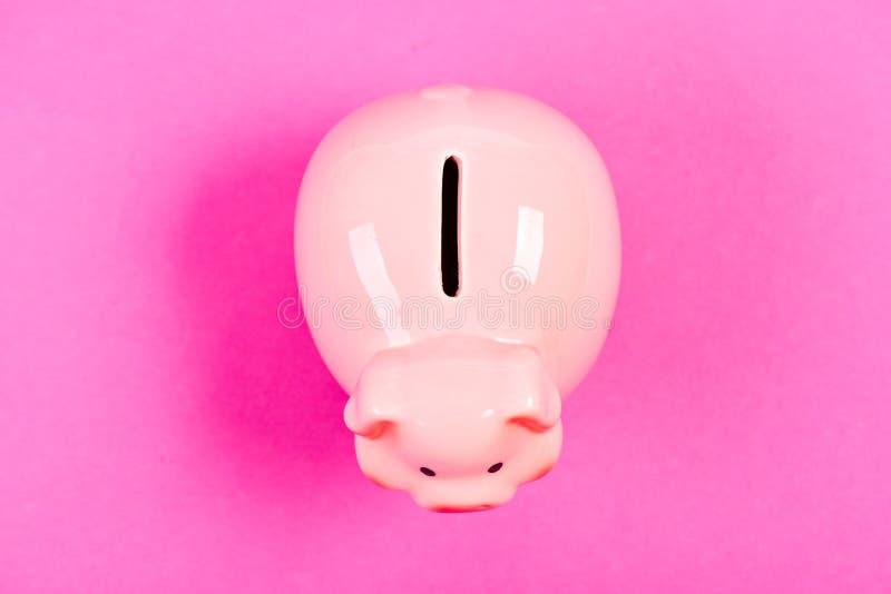 ?xito gestión de la renta Bater?a guarra en fondo rosado Problema financiero ahorro del dinero Presupuesto del planeamiento econo imagen de archivo libre de regalías