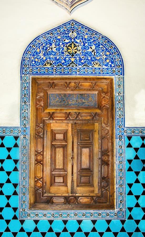 XIV secolo, decorazione islamica storica, finestra immagine stock