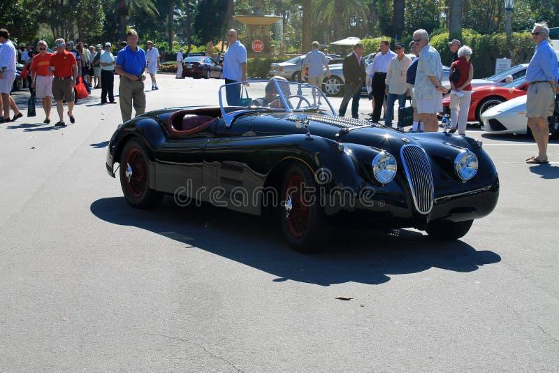 Xk clássico do jaguar no parque de estacionamento fotos de stock royalty free