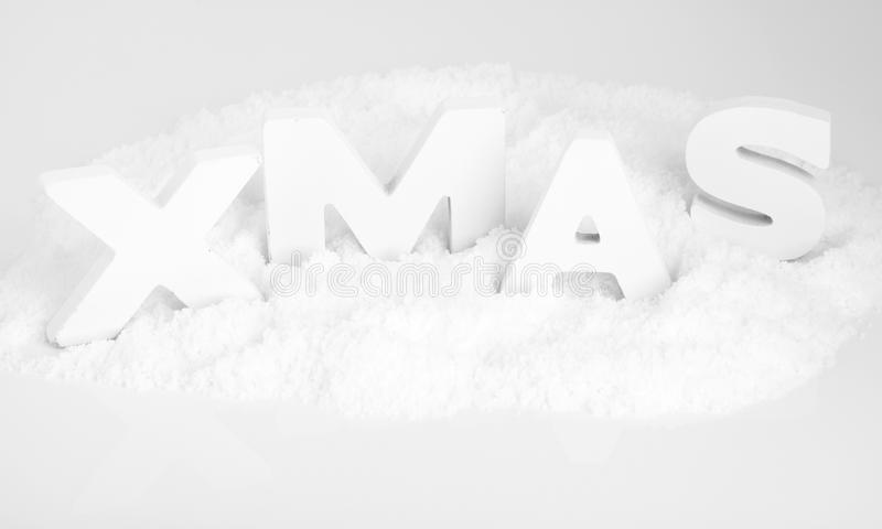 XMAS, белые деревянные письма в снежке стоковое фото