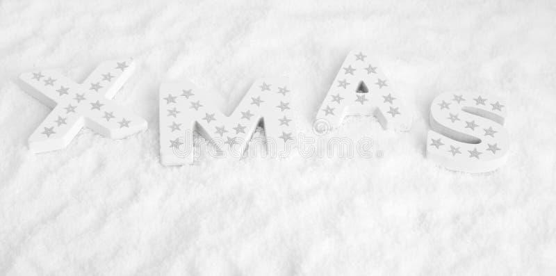 XMAS, белые деревянные письма с серебряными звездами стоковое изображение