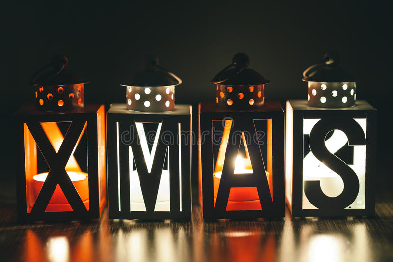 Xmas-garnering med stearinljuslyktor arkivfoton