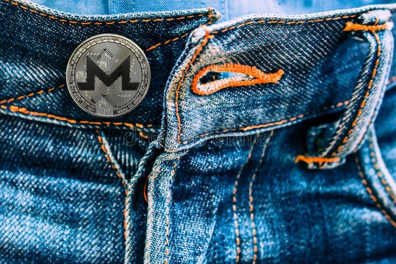 XMR moneta zamiast guzików na cajgach fotografia stock