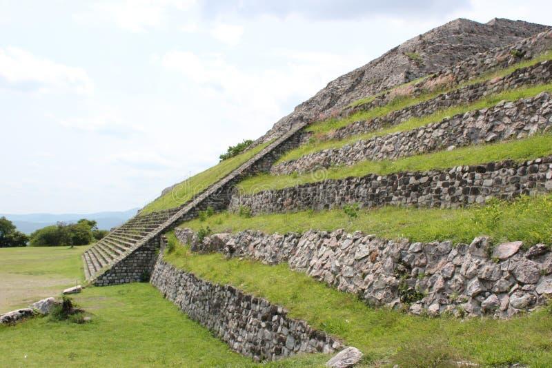 Xochicalco对上城的金字塔通入 免版税库存照片