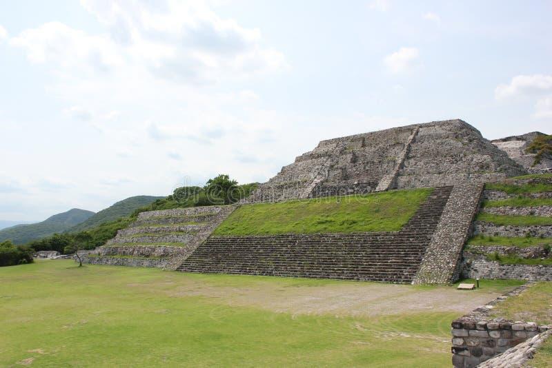 Xochicalco对上城2的金字塔通入 图库摄影