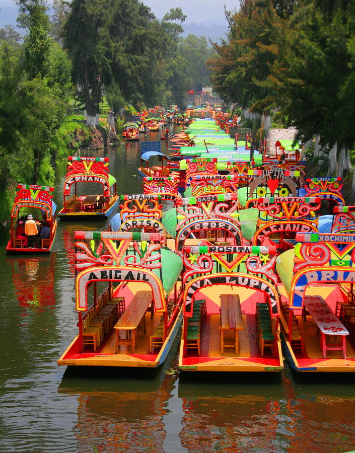 Xochimilco d'en de Trajineras images stock