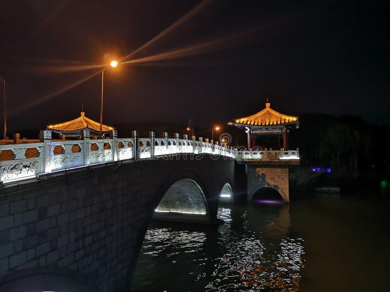 Xuzhoucity夜风景在Yunlong山顶的在徐州中国 免版税库存图片