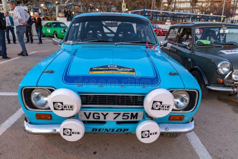 XV carrera de coches de Costa Brava Historic de la reunión en una pequeña ciudad Palamos en Cataluña 04 19 2018 España, ciudad Pa imagenes de archivo