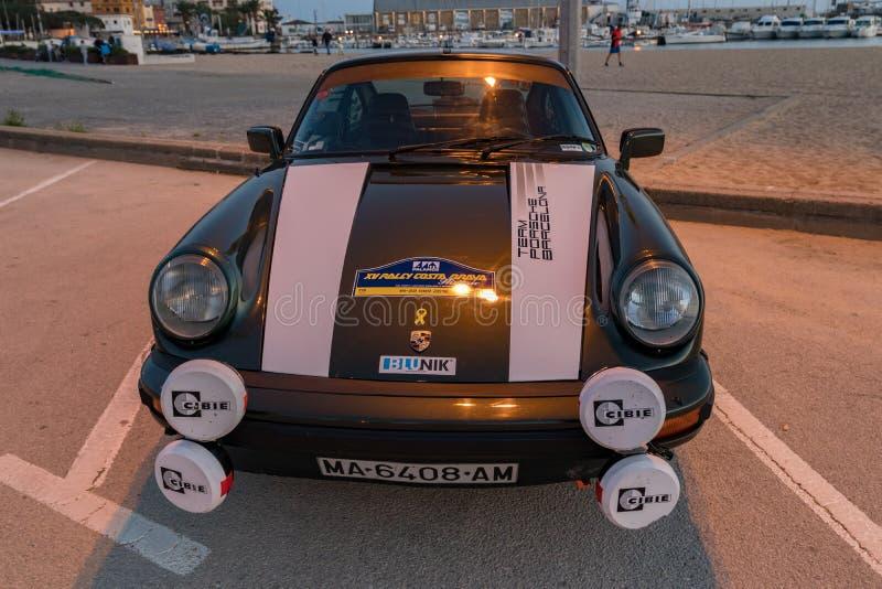 XV course de voiture de Costa Brava Historic de rassemblement dans une petite ville Palamos en Catalogne 04 19 2018 l'Espagne, vi images stock