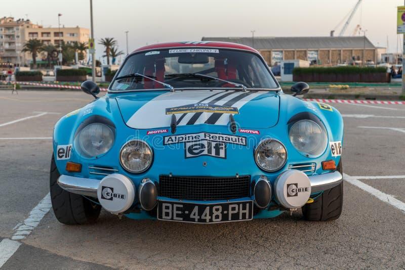 XV raça de carro de Costa Brava Historic da reunião em uma cidade pequena Palamos em Catalonia 04 19 2018 Espanha, cidade Palamos foto de stock