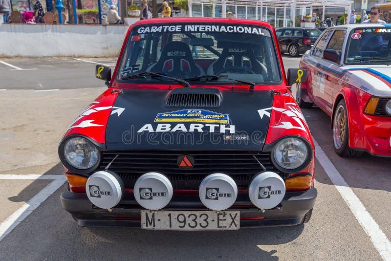 XV Sammlungs-Costa Brava Historic-Autorennen in einer Kleinstadt Palamos in Katalonien 04 20 2018 Spanien, Stadt Palamos stockfotografie
