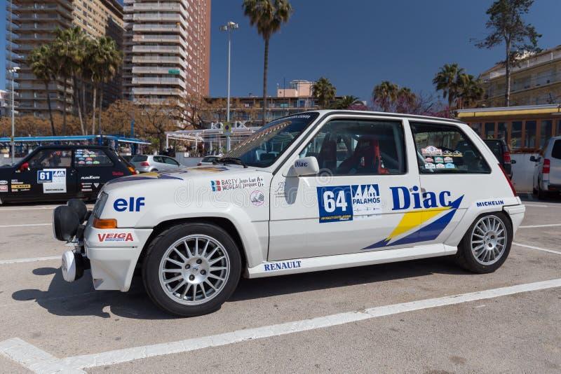 XV Sammlungs-Costa Brava Historic-Autorennen in einer Kleinstadt Palamos in Katalonien 04 20 2018 Spanien, Stadt Palamos stockfotos
