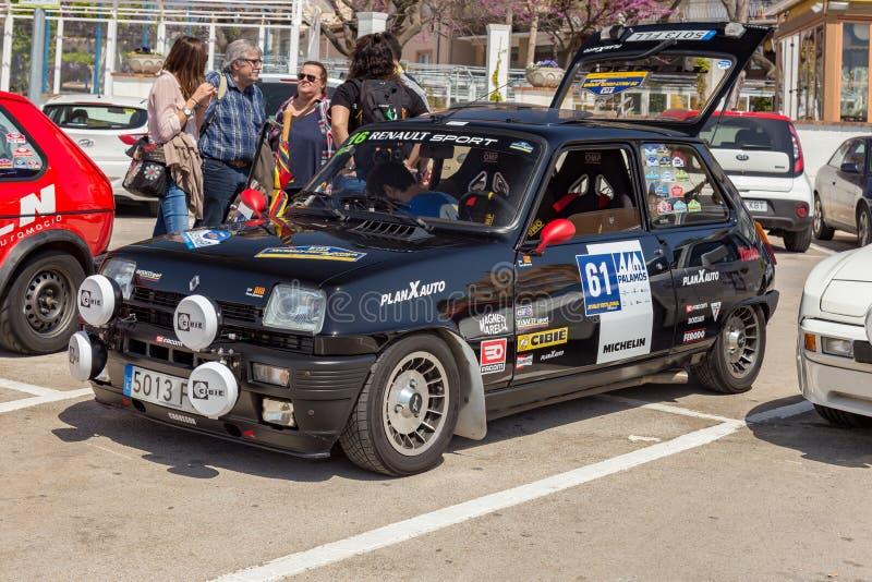 XV Sammlungs-Costa Brava Historic-Autorennen in einer Kleinstadt Palamos in Katalonien 04 20 2018 Spanien, Stadt Palamos lizenzfreie stockbilder