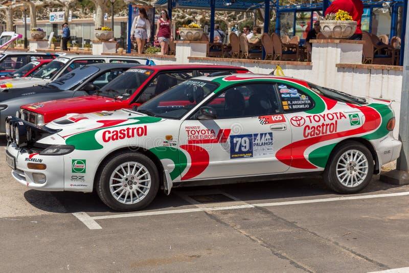 XV Sammlungs-Costa Brava Historic-Autorennen in einer Kleinstadt Palamos in Katalonien 04 20 2018 Spanien, Stadt Palamos stockbild