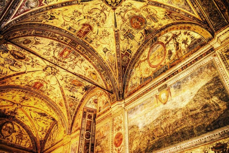 XVI eeuwfresko in de binnenplaatskluis van Palazzo Vecchio stock foto's