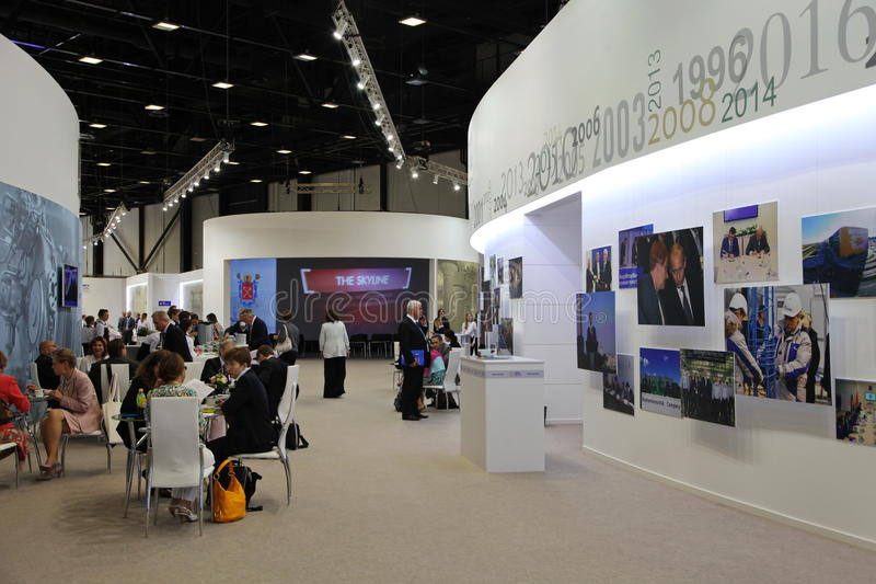 XX forum economico internazionale di San Pietroburgo (SPIEF Russia 2016) Premi il café nel centro della stampa del forum fotografia stock